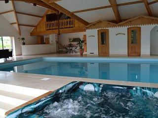 Villa avec piscine couverte privee, sauna, hammam et spa privee