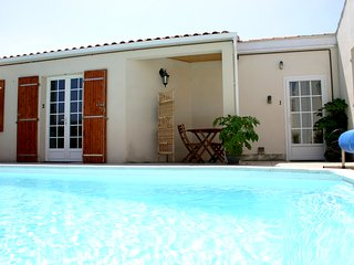 A1 Lovely Studio, Residence nr town with pool, wifi, La Rochelle