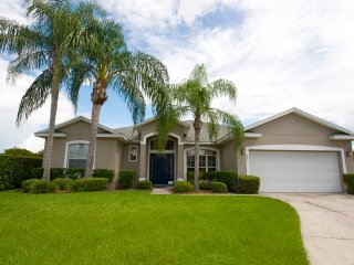 Bridgewater Villa Gorgeous 4 Bedroom 3 Bath with Over sized Pool, Davenport