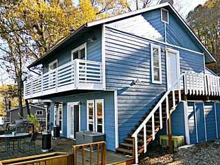 Cove Protected Waterfront Home w Hot Tub!, Lake Ozark
