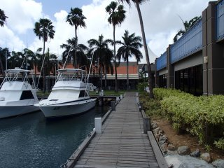 The Captain's Cabin - Aruba's first Boat & Breakfast in downtown marina