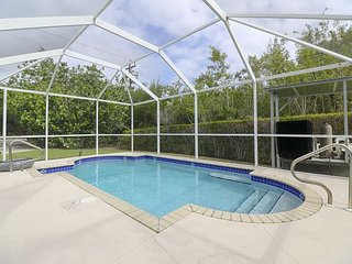 Rest A Shore: Awesome Location on MGD w/ Quick Walk to Beach & Private Pool!, Sanibel Island