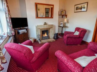 5 ESK VALLEY, end-terrace, open fire, WiFi, garden, nr Grosmont, Ref 939691