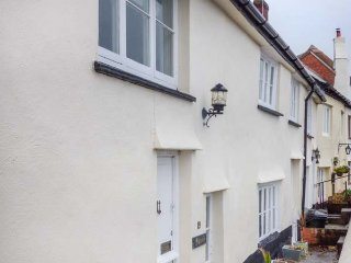 19 QUAY STREET, seaside location, woodburner, pet-friendly, WiFi, in Minehead