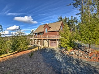 NEW! 4BR Boone Area Cabin in the Blue Ridge Mtns!