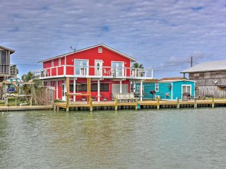 NEW! Waterfront 3BR Rockport House w/Hot Tub