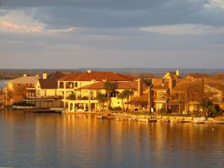 'the Waters' Beautiful Waterfront-Lake Lbj-3 Bedroom Condo