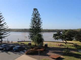 Surfside One Unit 4 Currimundi QLD