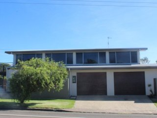 1 Rowell Street - Great property for large familes or sporting groups !, Dicky Beach