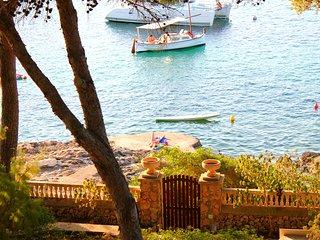 Villa mallorquina con acceso directo al mar. Junto a Calo de Sa Torre.
