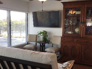 Vintage Condo at Wrightsville Beach Bridge – Walk to Dockside, Mellow, Wilmington