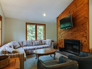 Group retreat w/ six townhomes, hot tubs, saunas & game rooms - close to skiing!