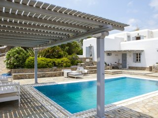 Exciusive Luxury Villa Infinity Up to 8 Guests 200m from the Beach, Private Pool, Kalafatis