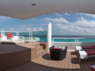 Beachfront 4 Bedroom Penthouse - Oceanview Private  Jacuzzi - 12 people- B3408, Cancún