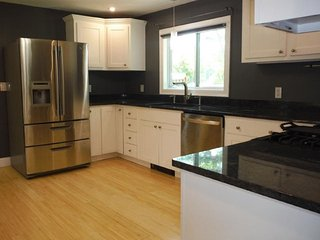 Luxury 5 BR North Conway Village Home with Hot Tub