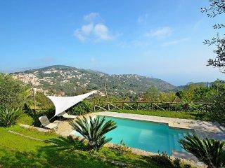 Massa Lubrense Villa Sleeps 5 with Pool Air Con and WiFi - 5312355