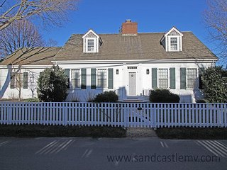 Beautiful In-town Edgartown Home Close to Fuller Street Beach