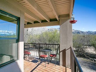 First Floor New 2 Bedroom with Great Mountain Views and Southwest Interior