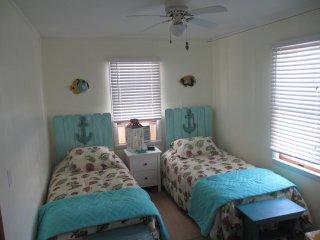 Bedroom - 2 single beds.