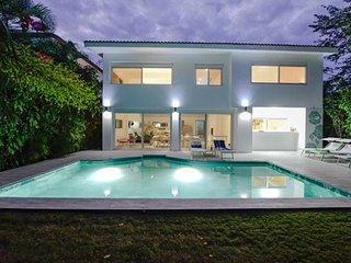Villa Belfiore - State of the Art Villa with Stylish Interior in Playacar!, Playa del Carmen