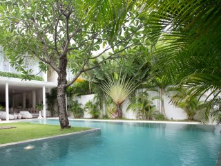EDEN: 3 BEDROOMS POOL FRONT SIDE - By BaliOn, Seminyak