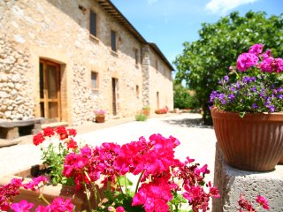 Charming 18c  Umbrian Farmhouse set in tranquil, rural location. Sleeps 10.