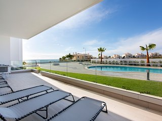 Luxury Ocean Apartment, Porto de Mos, Lagos