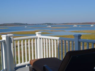 Newly Renovated (2014) Fabulous Waterfront Cottage