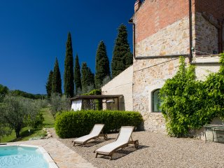 RENOVATED COTTAGE IN CHIANTI WITH SWIMMING POOL, 20 MIN AWAY FROM FLORENCE