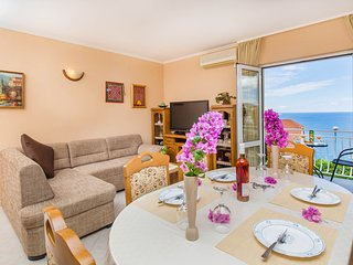 Apartment Nany - Two Bedroom Apartment with Balcony and Sea View, Mlini