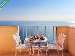 Living Amalfi Ocean Breeze up to 4 people, stunning sea view, free wifi