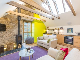 The Hayloft Edinburgh Self-catering accommodation for 4- rural chique