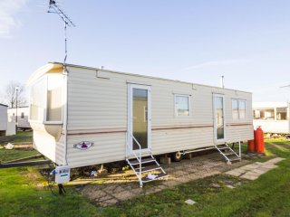 6 berth caravan at Heacham Holiday Park. Near Hunstanton, Norfolk. REF 21006E