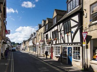 Mad Molly's Cottage, Winchcombe - stunning cottage in gorgeous town