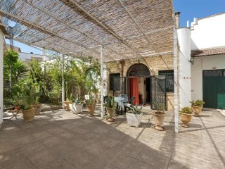 732 One-bedroom Apartment Near Gallipoli