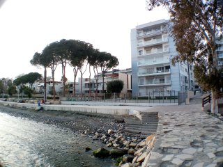 Large 3 Bed Apartment directly on the Beach, Germasogeia