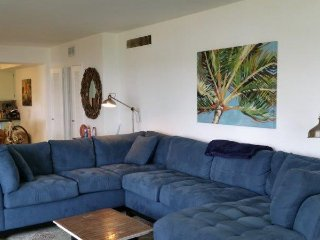 Huge, Bright 3 Bedroom on Biscayne Bay!