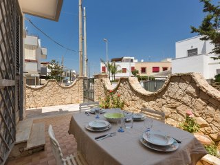 758 House with Garden at 150 m. From the Sea, Lido Marini