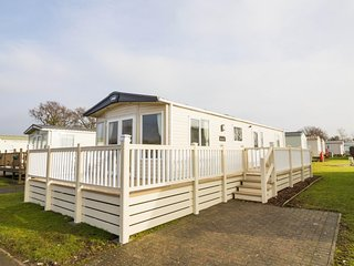 6 berth caravan at Carlton Meres Holiday Park, in Saxmundham. REF 60013O