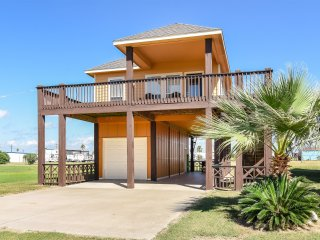 """""""BEACH NUTS' NEW HIGH END BEACH HOME FOR RENT WITH GREAT OCEAN VIEWS, Crystal Beach"""