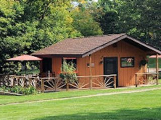 Clear Lake Resort Cabin Six - Cozy Lake Front Cabin