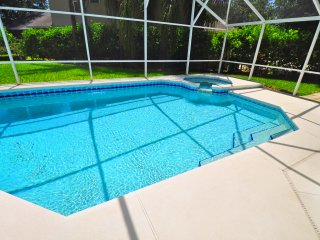 Luxury Villa with pool/spa just 2 miles to Disney Location Location Ref 2811