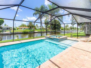 Sunshine-Erin - Minutes to Downtown Cape Coral - Pet Friendly -