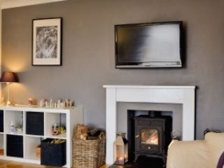 Beautiful holiday house sleeps 7 with hot tub and wood burner close to amenities, Kirkcudbright