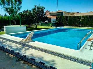 Invidual villa with private pool 25 km from sevilla