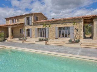 unobstructed view new house with four bedrooms and three bathrooms in Gordes
