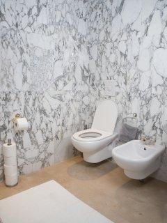 Bathroom No.2 Bathtub/shower, WC, Hair dryer