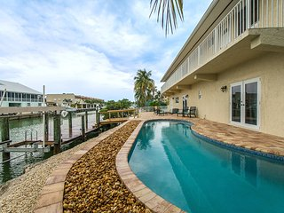 Salty Anglers, Spacious Sombrero Beach Waterfront 4 Bdrm w/Heated Pool & Dockage, Marathon