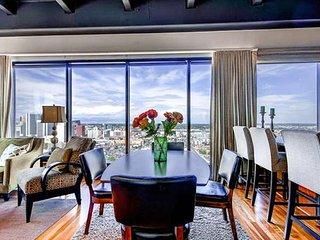 Exec Corner Penthouse-BEST views in town, Denver