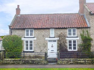 DARLEY COTTAGE stone-built, WiFi, good walking area in Appleton le Moors, Ref 944481